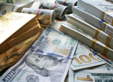 gold-bars-stacks-of-cash